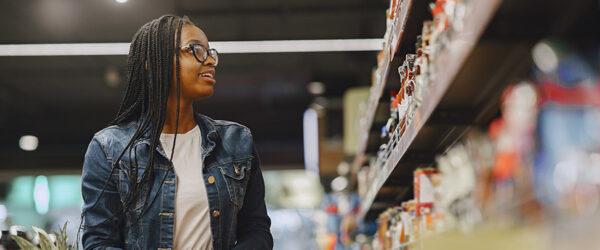 organizar prateleiras de supermercado
